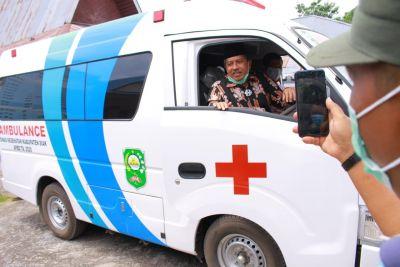 Serahkan Satu Unit Ambulance di Kampung Penyengat, Ini kata Bupati Alfedri